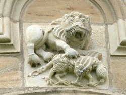 Gurk Cathedral. The lion ( Christ ) kills the basilisk ( devil ): Relief at the central apse ( around 1180 )