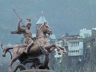 Статуя георгия победоносца в тбилиси